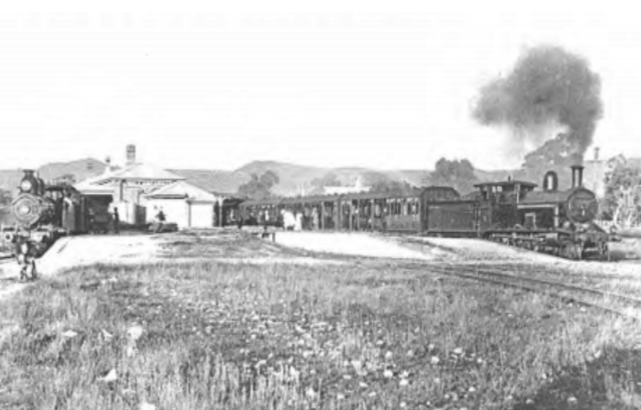 Changing train at Wallangarra circa 1915, (photo BHRC)